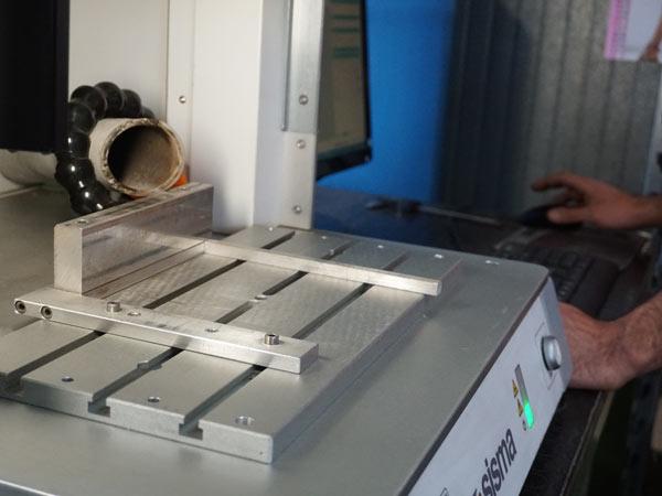 Incisioni-su-componenti-in-acciaio-modena